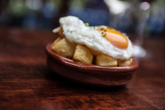 Patatas Bravas con Huevos